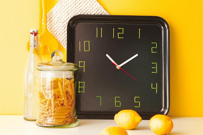 10 diy projekte für die küche küchenuhr