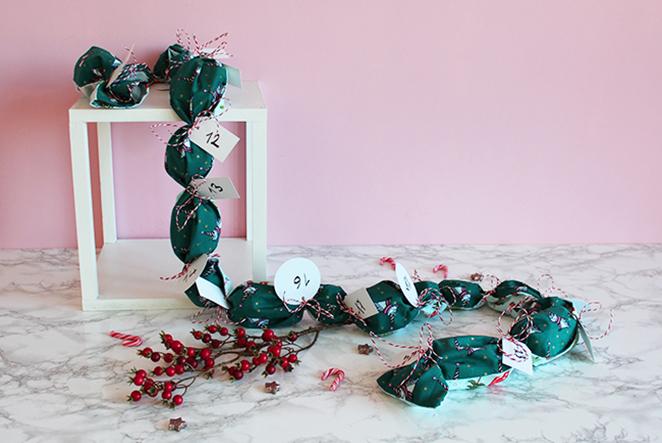 adventskalender mal anders eine stoffrolle voller geschenke n hen. Black Bedroom Furniture Sets. Home Design Ideas